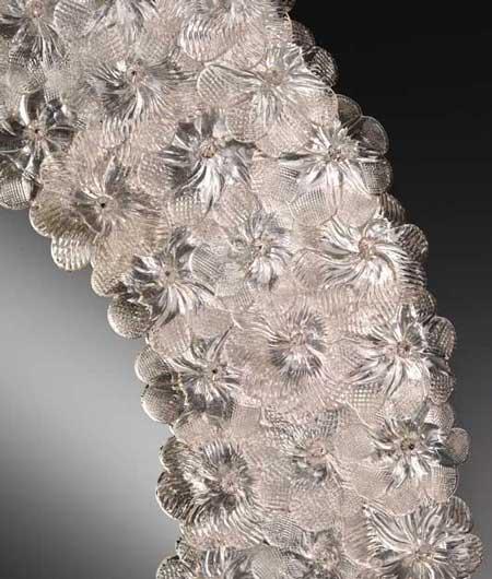 Venezianischer Spiegel mit transparenten Blumen